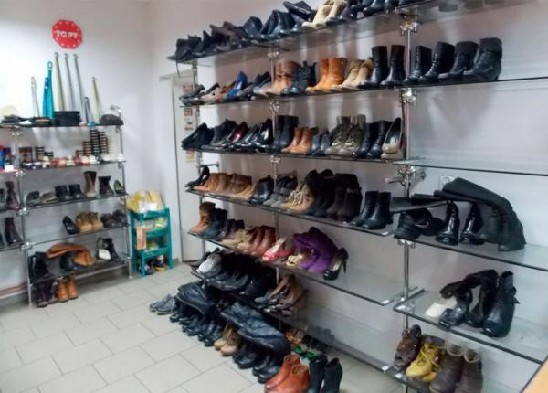 Buty napółce wzakładzie szewskim
