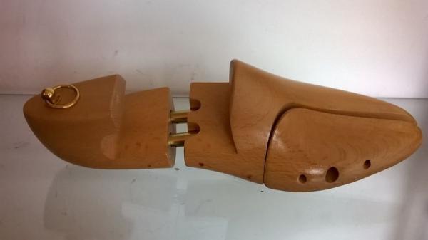 Drewniany model stopy 2